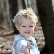 """Boy shows the """"thumbs up"""" — Stock Photo"""