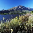 Landscape with lake and mountains and blue skies — ストック写真