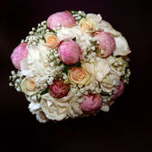 Rose Bouquet with white and pink roses — Stock Photo