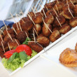 Buffet mit Frikadellen als Fingerfood — Stockfoto