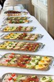 Buffet mit vorspeisen oder fingerfood — Stockfoto