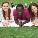 beş farklı kökenli genç gülmek — Stok fotoğraf