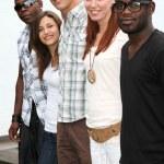 jongeren van verschillende oorsprong — Stockfoto