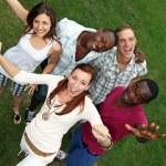 jonge, gelukkig van verschillende nationaliteiten — Stockfoto
