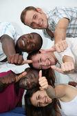 Młody i szczęśliwy z różnych narodowości — Zdjęcie stockowe