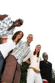 Jóvenes y felices de diversas nacionalidades — Foto de Stock