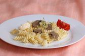 与意大利面黄油和番茄有机夏天松露 — 图库照片
