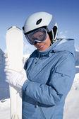 Menina com ski — Foto Stock