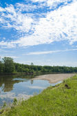 Река и небо с облаками — ストック写真
