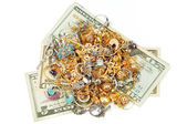Pengar och guld smycken — Stockfoto