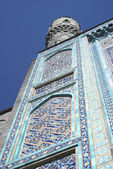 Minaret of a mosque against the sky — Stock Photo
