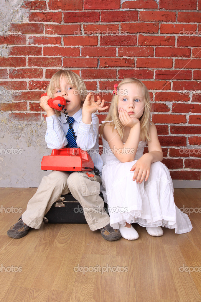 boy and girl relationship pictures on phone
