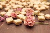 цветок в размытым фоном сахарного тростника на деревянных — Стоковое фото