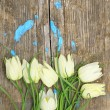 Foto Stock: Delicate white flowers on background of cracked old wooden pla