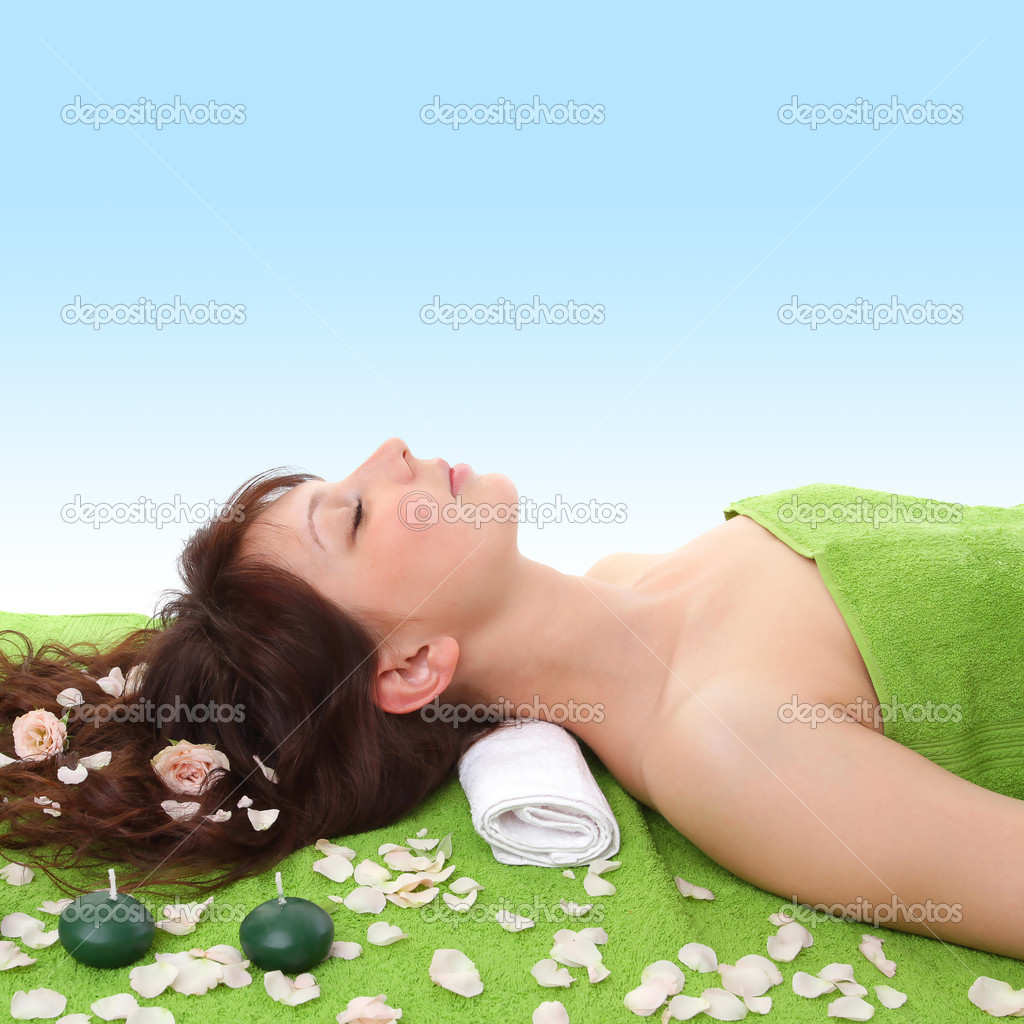 Young woman relaxing in spa center — Stock Photo #3620492