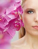 Bloemenmeisje — Stockfoto