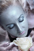 Woman with silver make-up holding flower of white roses — Stock Photo