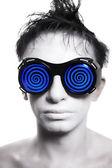 Jovem com pele branca em óculos estranhos — Fotografia Stock