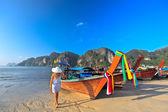 Boats at Phi phi island — Stock Photo