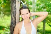 Kobieta biorąc prysznic — Zdjęcie stockowe