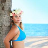 Kadın plajda — Stok fotoğraf
