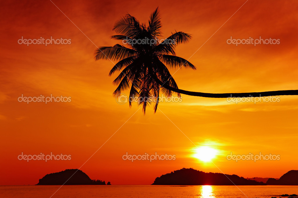 Tropical beach at sunset, Mak island, Thailand — Stock Photo #2755864