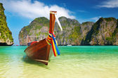 Tropical beach, Maya Bay, Thailand — Stock Photo