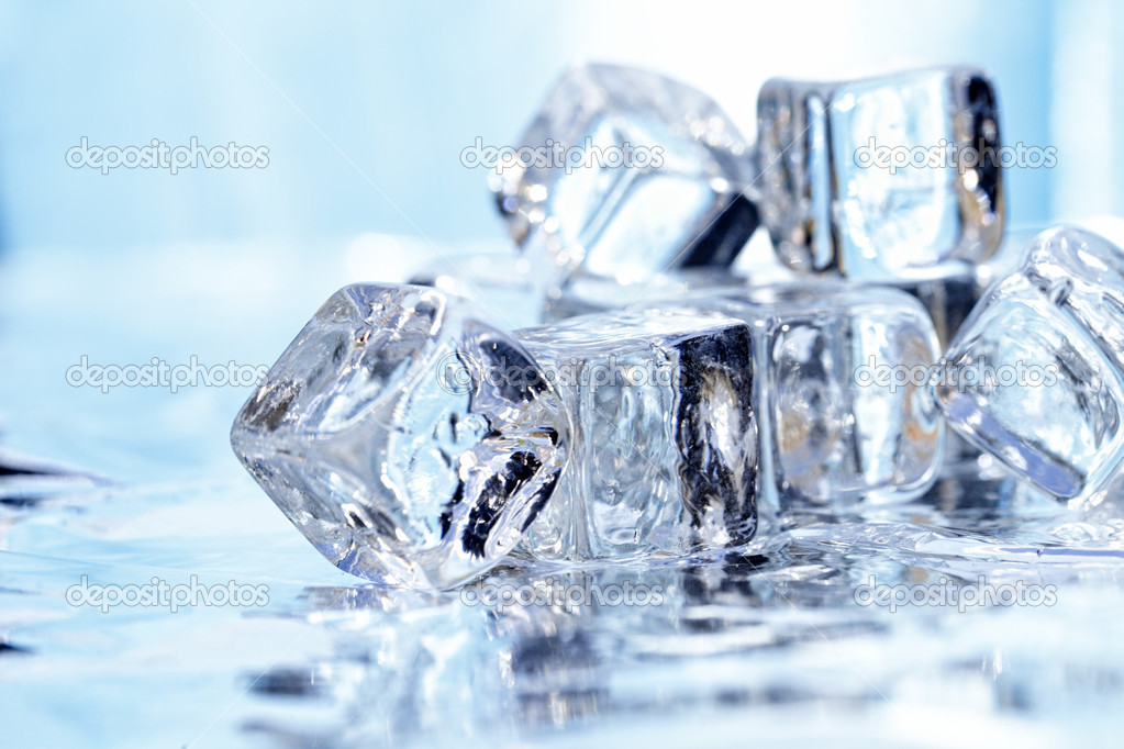 Melting ice cubes — Stock Photo #2998745