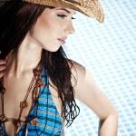 mulher jovem e bonita em uma piscina — Fotografia Stock  #3461200