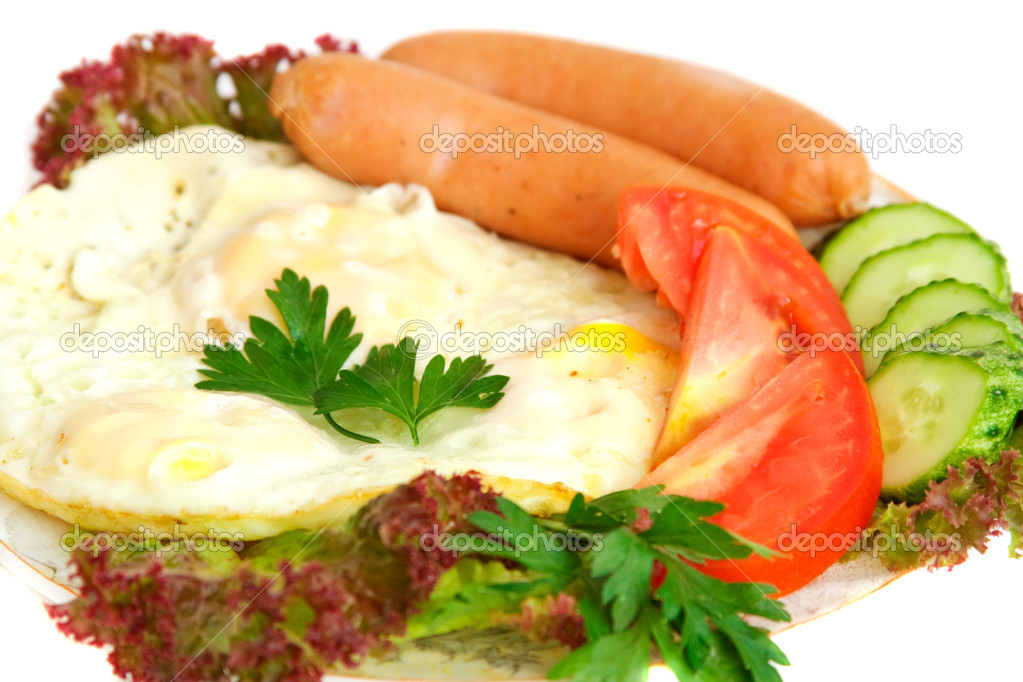 Fried eggs, sausages, tomato, cucumber, lettuce — Stock Photo #3454244