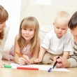 Parents with children the drawing — Stockfoto