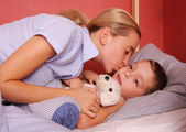 Mum puts to bed a sonny 2 — Stock Photo
