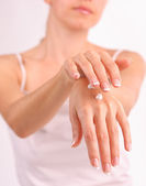 Woman puts a cream for beautiful hands — Stockfoto