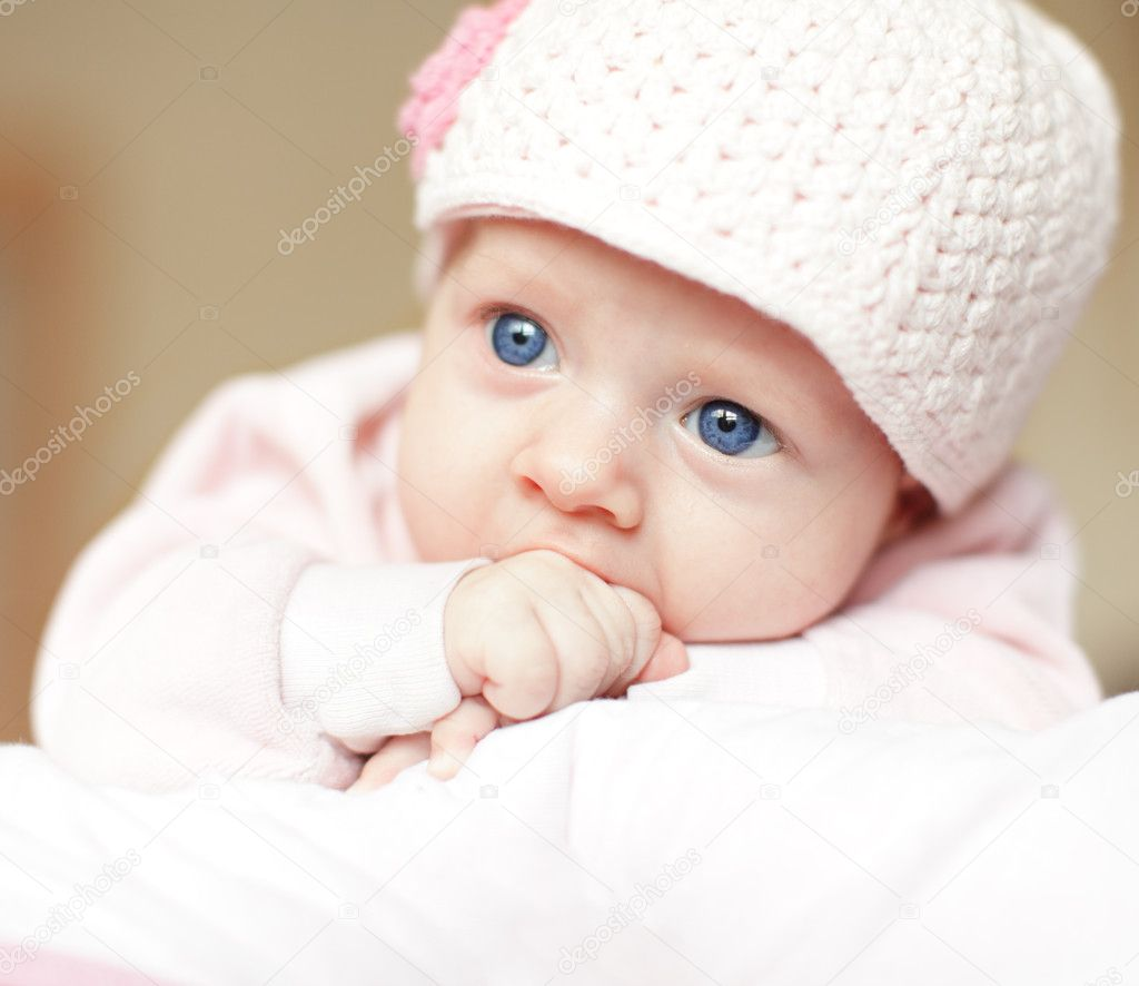 Beautiful blue-eyed baby in cap — Stock Photo #3032288