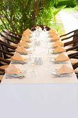 Impostazione di bianco tavola raffinata — Foto Stock