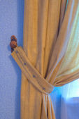 Brown curtain in the wings with a blue wall — 图库照片