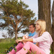 Couple relaxing outdoors — Stockfoto