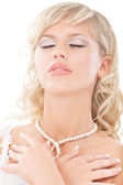 Young bride has closed eyes — Stock Photo