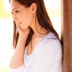 若い女の子は電話で話す — ストック写真