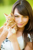 Beautiful girl with kitten — Stock Photo
