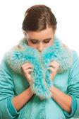 Hermosa chica en cálido abrigo con la piel — Foto de Stock