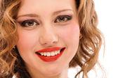 Portrait de jeune fille chérie souriante bouchent — Photo