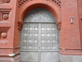 Old red brick building with sectile gate — Stock Photo