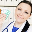 Doctor woman holding pills — Stock Photo