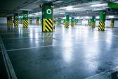 Garage de stationnement, intérieur souterrain sans voiture — Photo