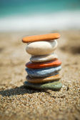 Colorful stone stacks on a pebble beach — Stock Photo