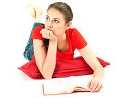 Jovem pensar com livro — Foto Stock