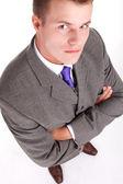 Jonge zakenman met gekruiste armen — Stockfoto