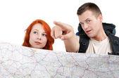 Harita ile turist çift — Stok fotoğraf