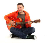 Joven con guitarra eléctrica — Foto de Stock